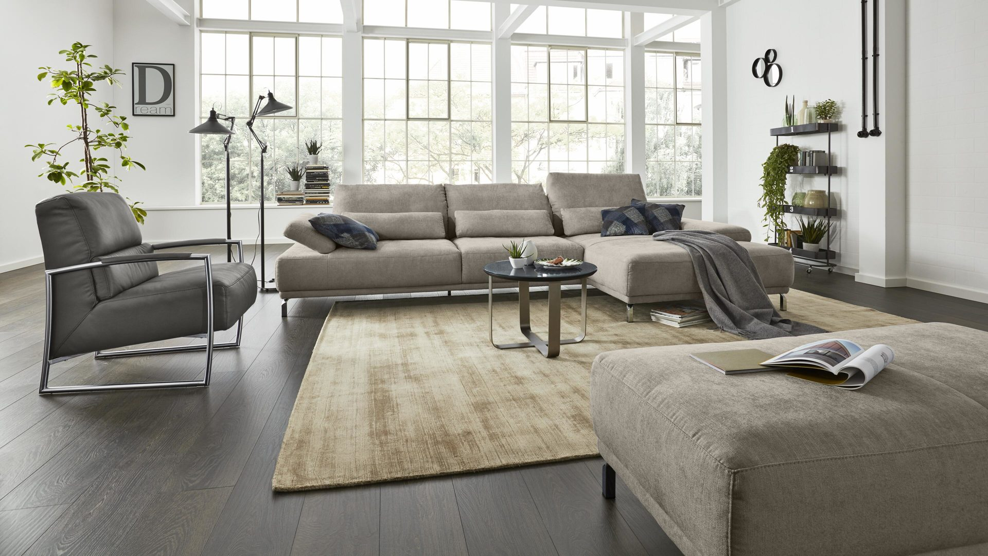 Interliving Sofa Serie 4150 Eckkombination Silberfarbener