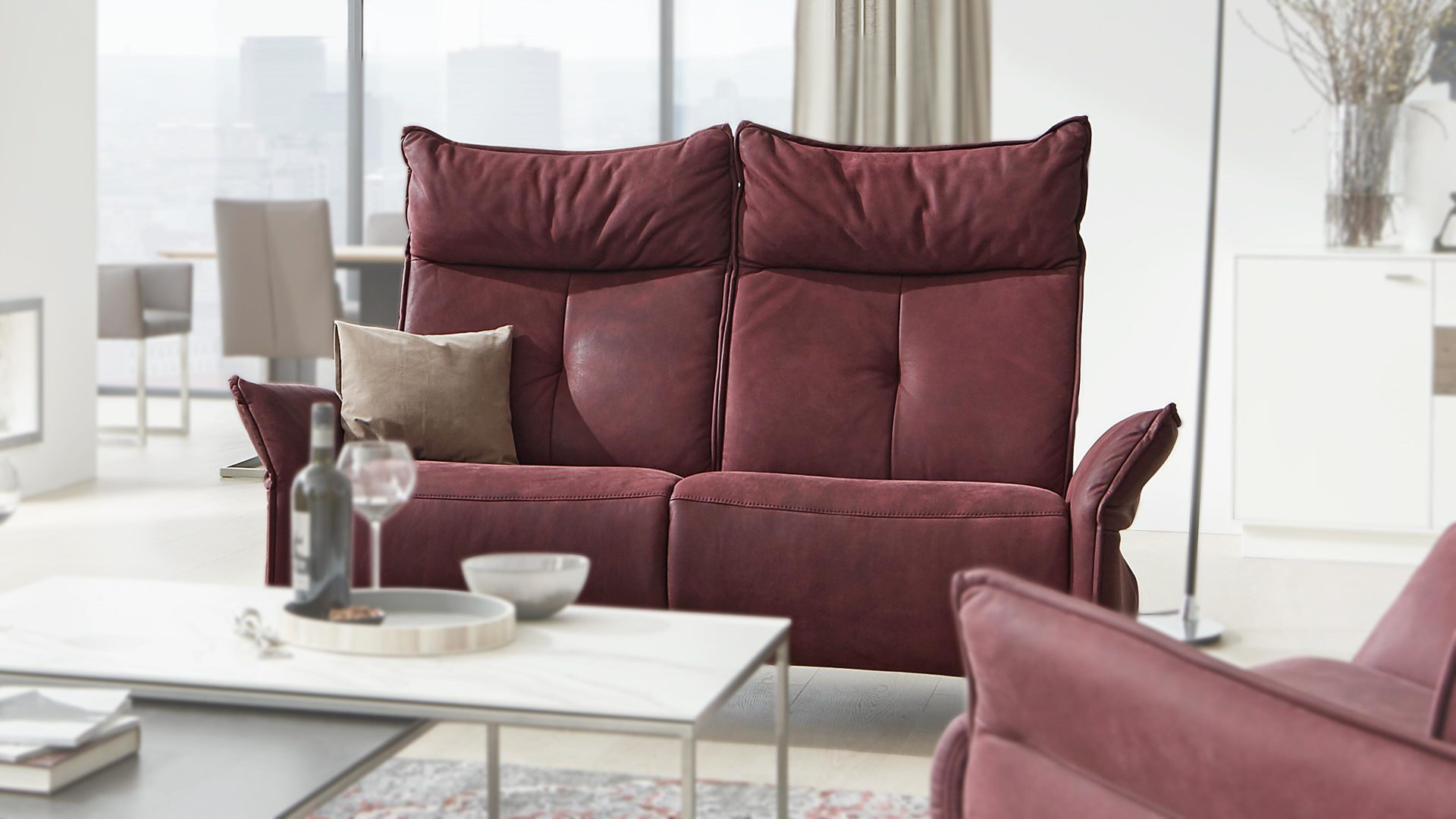 2,5-Sitzer Himolla | il aus Leder in Rot Interliving Sofa Serie 4200 – 2,5-Sitzer als Couch merlotfarbenes LongLife-Leder – Länge ca. 182 cm