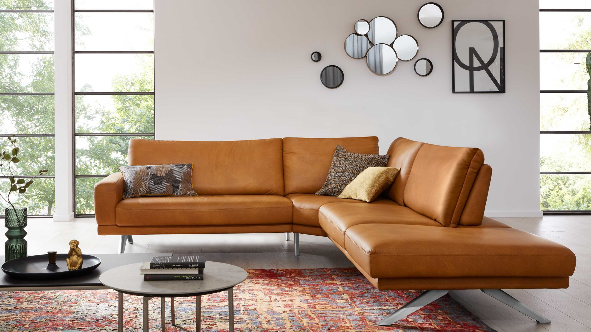 Ecksofa Interliving aus Leder in Orange Interliving Sofa Serie 4220 – Eckkombination kurkumafarbenes LongLife-Leder – Stellfläche ca. 260 x 276 cm