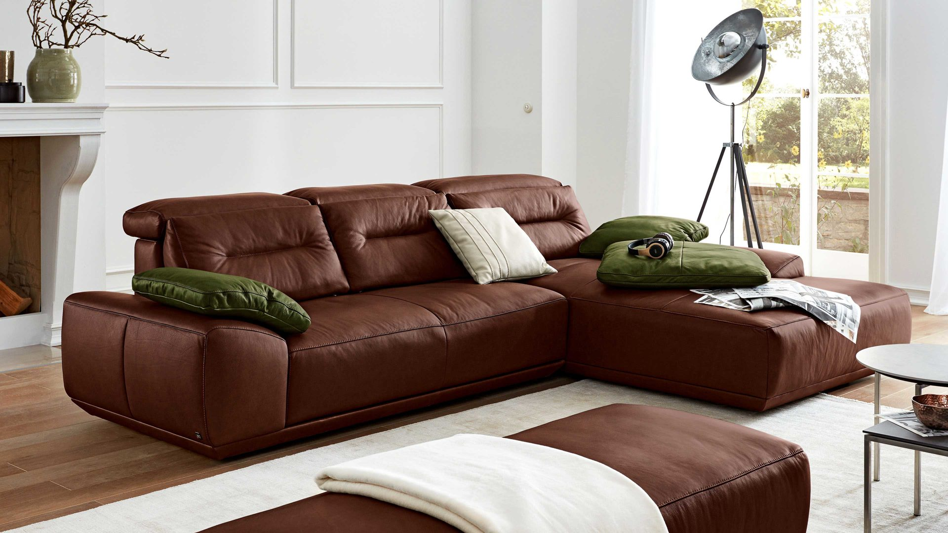 Ecksofa Interliving aus Leder in Braun Interliving Sofa Serie 4000 – Ecksofa chocolatefarbenes Leder Z83.54 – Stellfläche ca. 310 x 209 cm